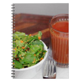 クレソンサラダに服を着せるショウガのにんじんのトマト ノートブック