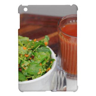 クレソンサラダに服を着せるショウガのにんじんのトマト iPad MINI CASE