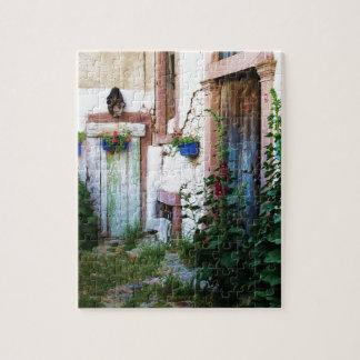 クレタ、ギリシャの美しく素朴で古く青いドア ジグソーパズル