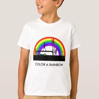 クレヨンの虹を着色するクレヨンは白いTシャツをからかいます Tシャツ