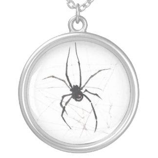 クロゴケグモのくものクモ綱の水彩画のペンダント シルバープレートネックレス