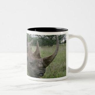 クロサイ、Dicerosのbicornis、ケニヤ2 ツートーンマグカップ