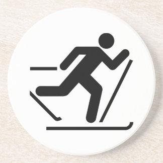 クロス・カントリーのスキー記号のコースター コースター