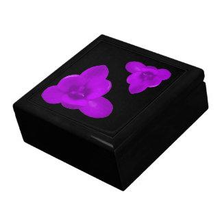 クロッカスの花の紫色のギフト用の箱 ギフトボックス