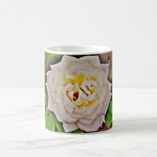 クロムコーヒーカップまたはマグの白いバラ コーヒーマグカップ