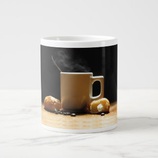 クロワッサンのジャンボマグが付いている熱いコーヒー ジャンボコーヒーマグカップ