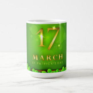 クローバーおよび輝きとのセントパトリックの日 コーヒーマグカップ