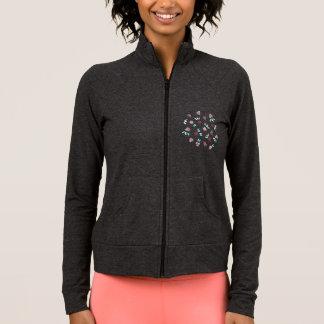 クローバーによっては女性の練習のジャケットが開花します ジャケット