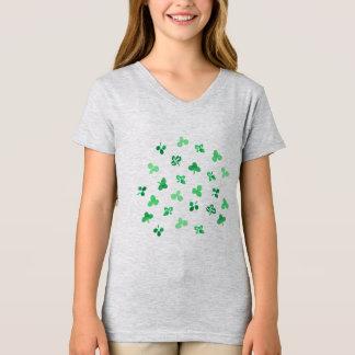 クローバーは女の子のV首のTシャツを去ります Tシャツ