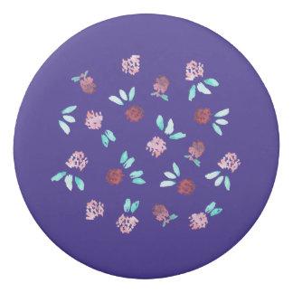 クローバーは消す物のあたりで開花します 消しゴム