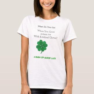 クローバーを持つ十字のツタウルシ Tシャツ