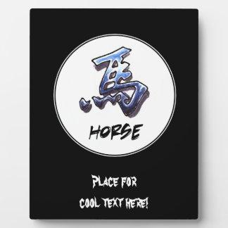 クールでシンプルでエレガントで中国のな(占星術の)十二宮図の印の馬 フォトプラーク