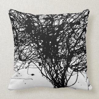 クールで白く黒いインク装飾の枕 クッション