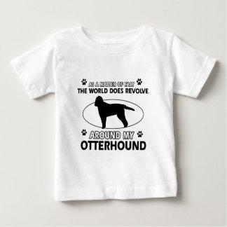 クールなカワウソ猟犬のデザイン ベビーTシャツ