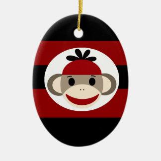 クールなソックス猿の帽子の帽子の赤い黒のストライプ セラミックオーナメント