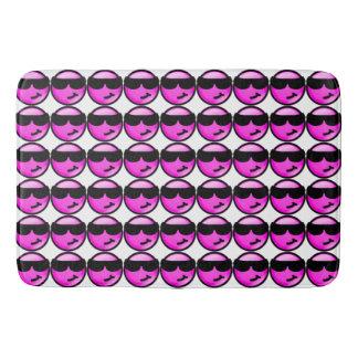 クールなピンクのスマイリー バスマット