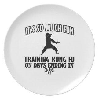 クールな向くKungのfuのデザイン プレート