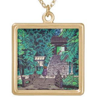 クールな東洋の日本人の笠松町の森林入口 ゴールドプレートネックレス