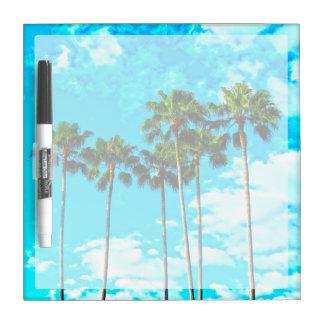 クールな熱帯ヤシの木の青空 ホワイトボード
