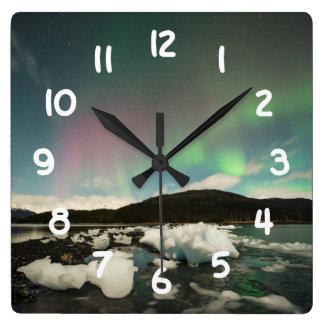 クールな組合せのオーロラ スクエア壁時計