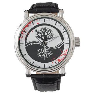 クールな血の(ばちゃばちゃ)跳ねるの陰陽の木の入れ墨の芸術 腕時計