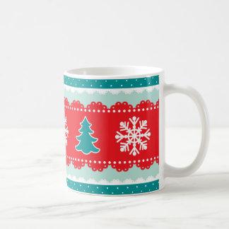 クールな雪片のクリスマスツリーの赤いティール(緑がかった色)パターン コーヒーマグカップ