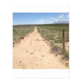 グアダルペのピークとの東のテキサス州の孤独な道 ポストカード