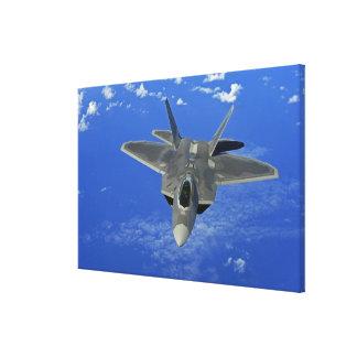 グアムの近くの米国空軍F-22猛禽飛行中に キャンバスプリント