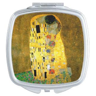 グスタフのクリムトの鏡によるキス