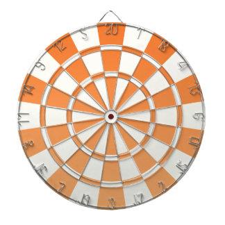 グラデーションなオレンジおよび白い ダーツボード