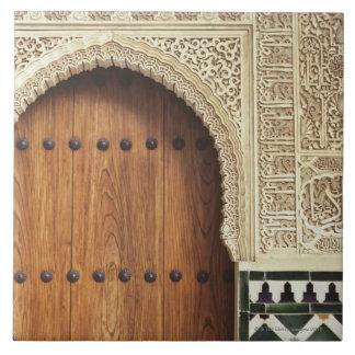 グラナダ、スペイン2のアルハンブラ宮殿の戸口 タイル