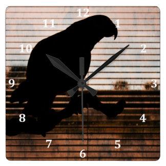 グランジなアフリカ灰色のオウムのシルエット スクエア壁時計