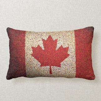 グランジなカナダのカエデの葉の旗 ランバークッション