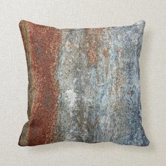 グランジなブラウンの錆の質パターン クッション