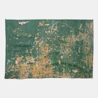 グランジな傷付けられたペンキの緑の古い壁 キッチンタオル