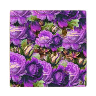グランジな明るい紫色のヴィンテージのバラ ウッドコースター