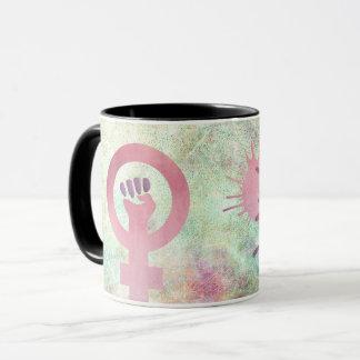 グランジな質のピンクの男女同権主義の記号は抵抗します マグカップ