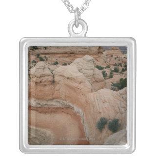 グランドキャニオン、アリゾナの造岩 シルバープレートネックレス