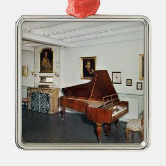 グランドピアノが付いている部屋の眺め シルバーカラー正方形オーナメント