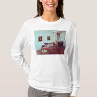 グランドピアノが付いている部屋の眺め Tシャツ
