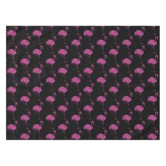 グリッターのピンクのフラミンゴは黒のパターンをタイルを張りました テーブルクロス