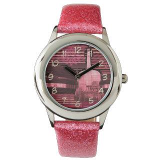 グリッターの革紐のピアノギター音楽 腕時計