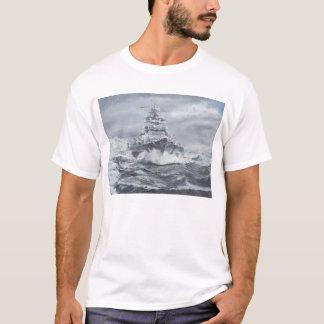 グリーンランドの海岸1900hrs 23rdMayの沖のビスマルク Tシャツ