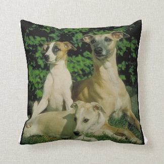 グレイハウンドおよび子犬の枕 クッション