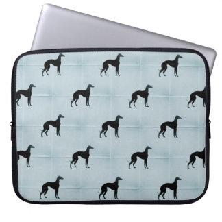 グレイハウンドのシルエットの青いタイル犬パターン ラップトップスリーブ