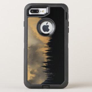 グレーシャー国立公園の威嚇的な空および木 オッターボックスディフェンダーiPhone 8 PLUS/7 PLUSケース