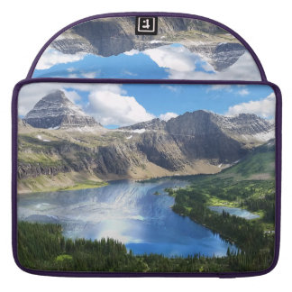グレーシャー国立公園の隠された湖 MacBook PROスリーブ