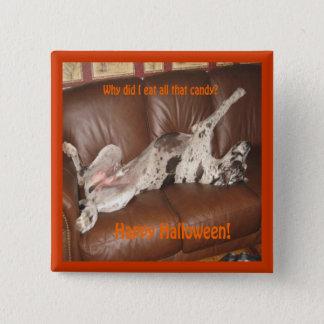 グレートデーンはハロウィンたくさんのキャンデーを食べました 5.1CM 正方形バッジ