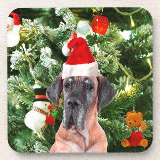 グレートデーンwのクリスマスツリーのギフト用の箱のサンタの帽子 コースター