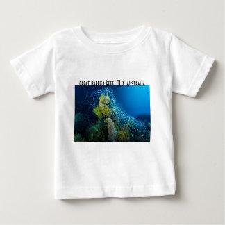 グレート・バリア・リーフの熱帯魚の珊瑚海 ベビーTシャツ